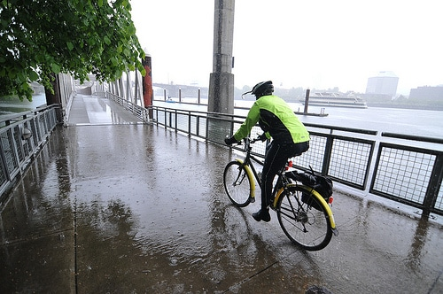 Wet Road Warnings: 10 Cycling Tips For The Winter!